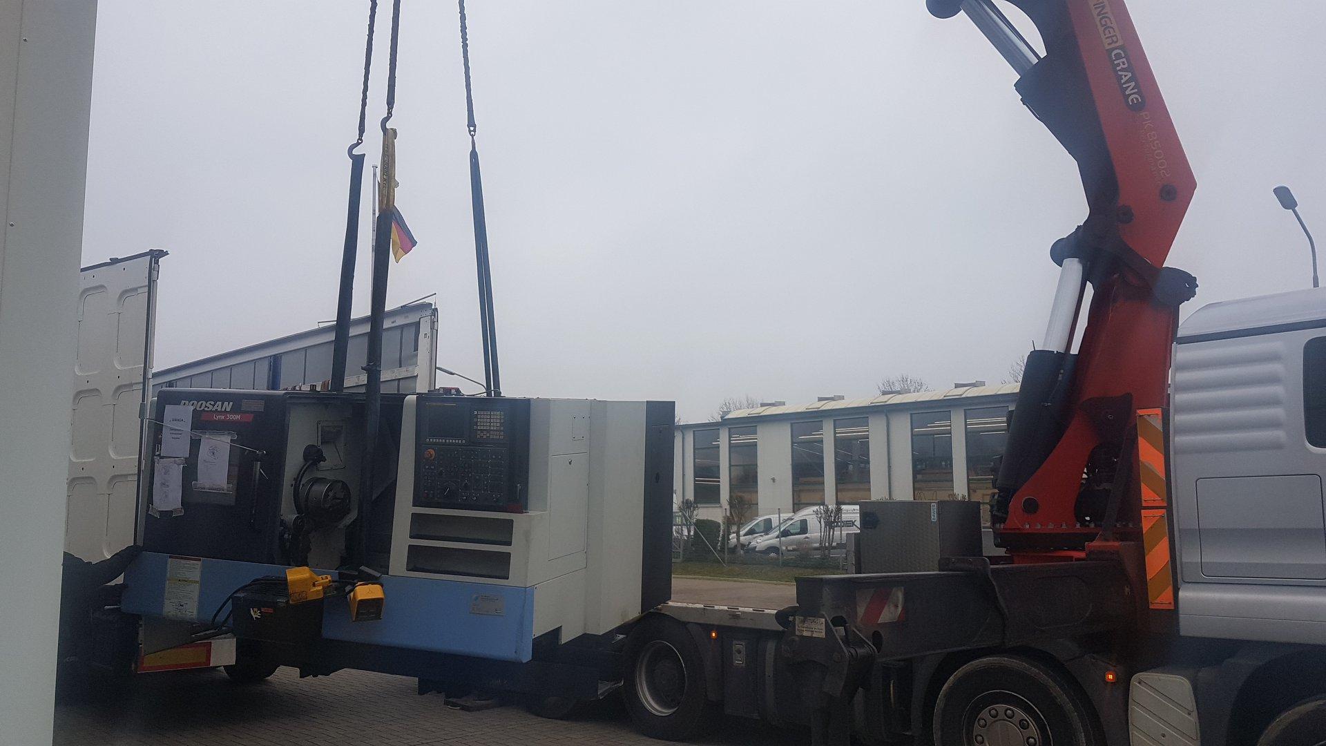 CNC- Drehmaschine Doosan Lynx 300 M mit Stangenmagazin