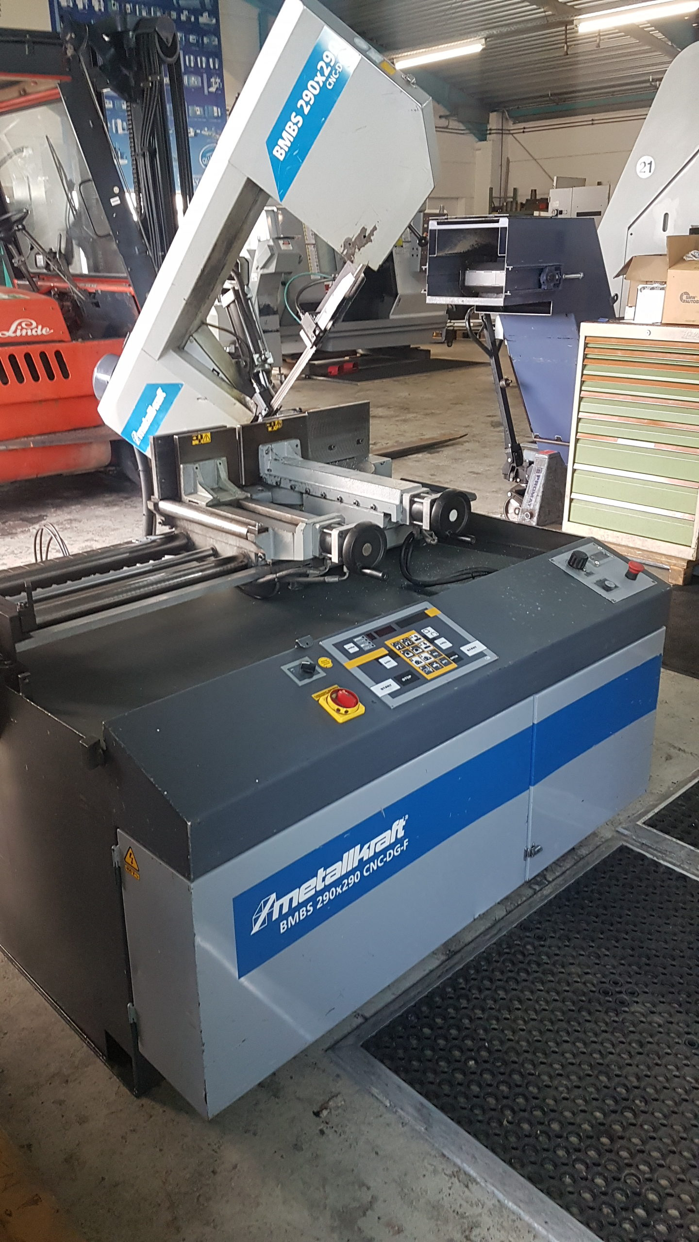 CNC- Sägeautomat mit Doppelgehrung neu im Lager